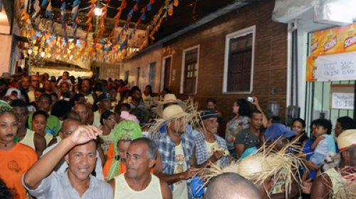 ['Forró da Sucupira' mantém tradição em Salvador; vereador defende a história e a cultura em ba...]