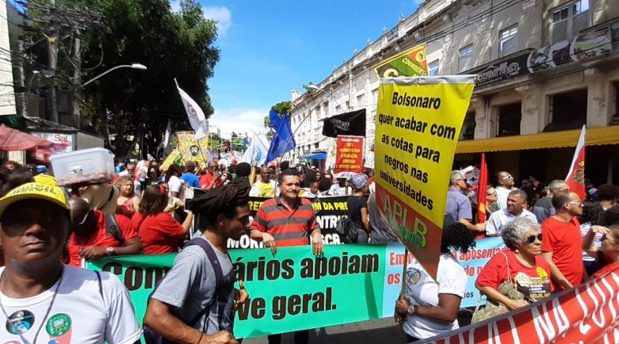[Cerca de 18 mil pessoas protestam contra programa Future-se e cortes na educação]
