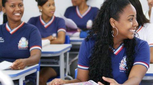 [Estudantes da rede estadual com bom desempenho vão receber bolsa de R$ 200]