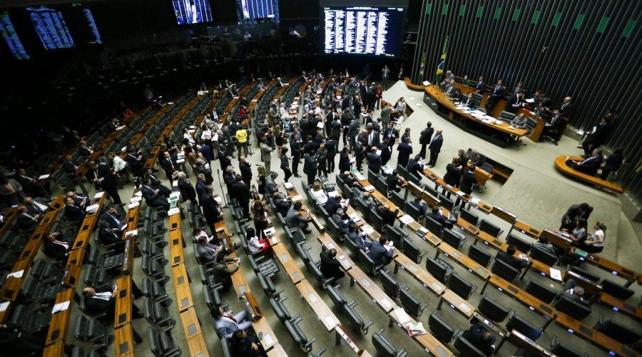[Redução salarial de servidor público avança na Câmara dos Deputados]