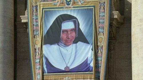 [Irmã Dulce é canonizada e se torna Santa Dulce dos Pobres]