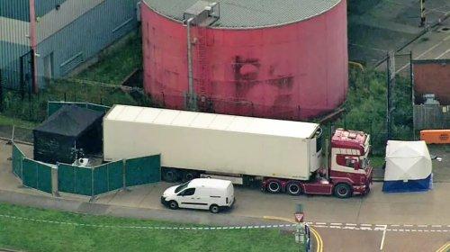 [Polícia encontra 39 corpos dentro de caminhão em Essex na Inglaterra]