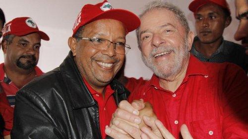 """[""""Lula deve sair, ocupar seu lugar de líder de massas e acabar com essa crise"""", diz Suíca]"""