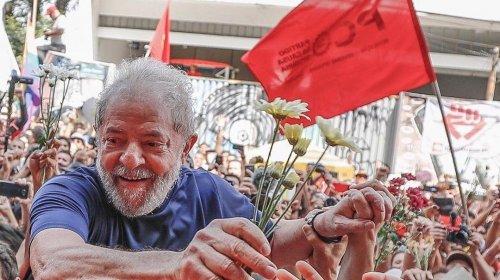 [Lula deixa prisão em Curitiba]