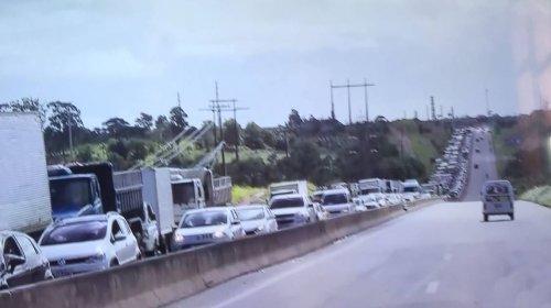 [Caminhoneiros fazem protesto e seguem em passeata em Salvador e RMS]