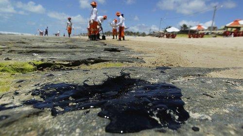 [Novas manchas de óleo foram encontradas em Praia do Forte]