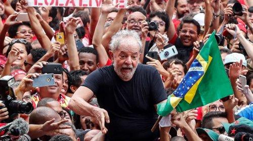 [Lula promete voltar às ruas para reencontrar o povo em janeiro]
