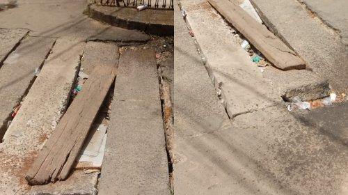 [Morador denuncia placas quebradas em córrego no bairro de Pernambués]