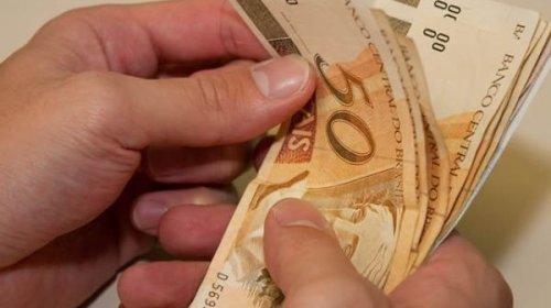 [Guedes deve autorizar novo aumento do salário mínimo para repor inflação de 2019]