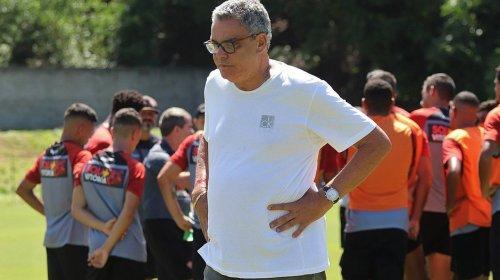 [Paulo Carneiro é multado e suspenso por ofensas a árbitro]