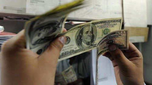 [Dólar opera em alta e ultrapassa pela primeira vez R$ 4,50]