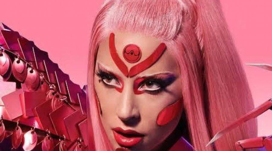[Lady Gaga surpreende fãs com clipe todo gravado no celular]