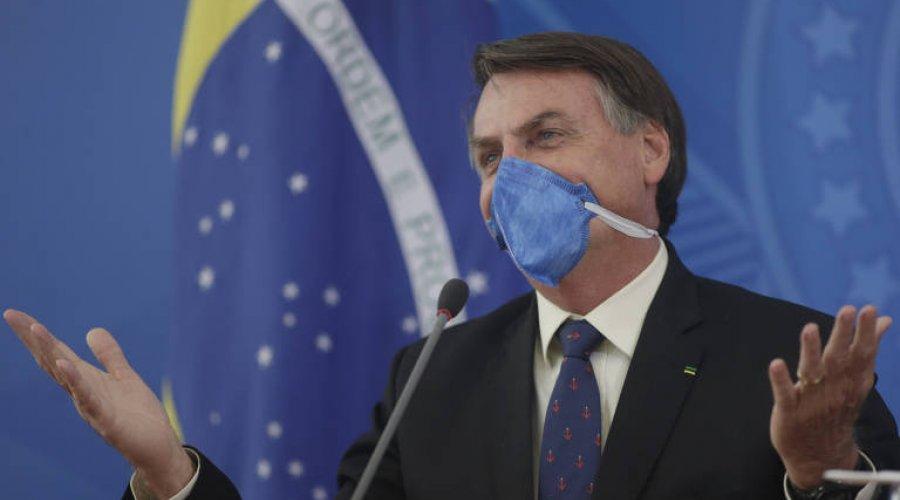"""[Bolsonaro diz que ministro exagerou contra coronavíruse afirma: """"Não vai ser uma gripezinha que vai me derrubar"""