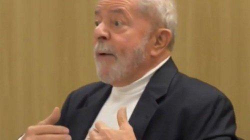 [Lula diz que PT fará reunião para decidir sobre impeachment de Bolsonaro]
