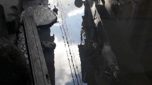 [Denúncia: morador reclama de vazamento em rua de Pernambués,