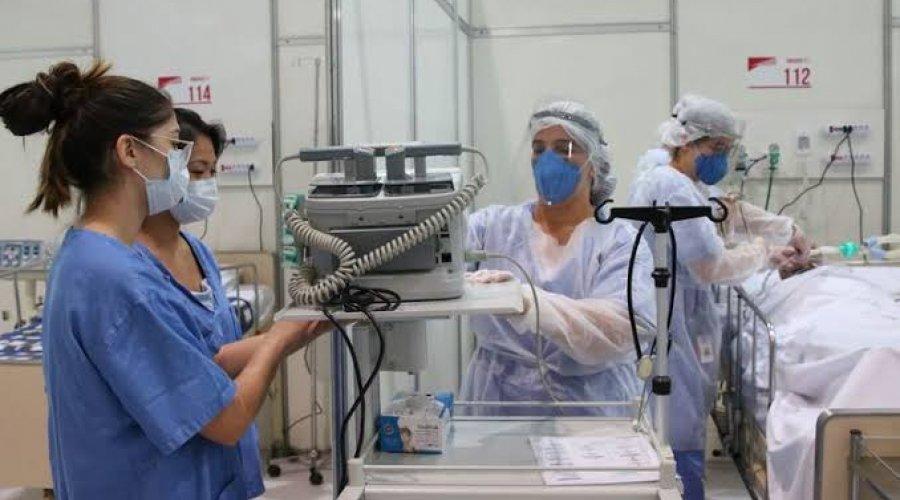 [31.583 enfermeiros foram afastados por suspeita de coronavírus, diz conselho federal]