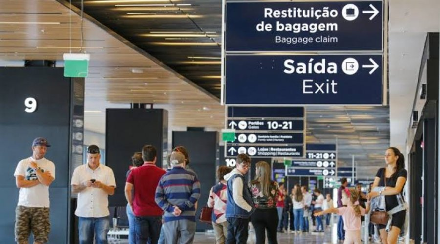 [Câmara aprova MP que permite reembolso de passagem aérea em até um ano]