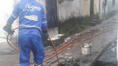 [Após denúncia Embasa comparece na Vila 6 de Julho para apurar vazamento]