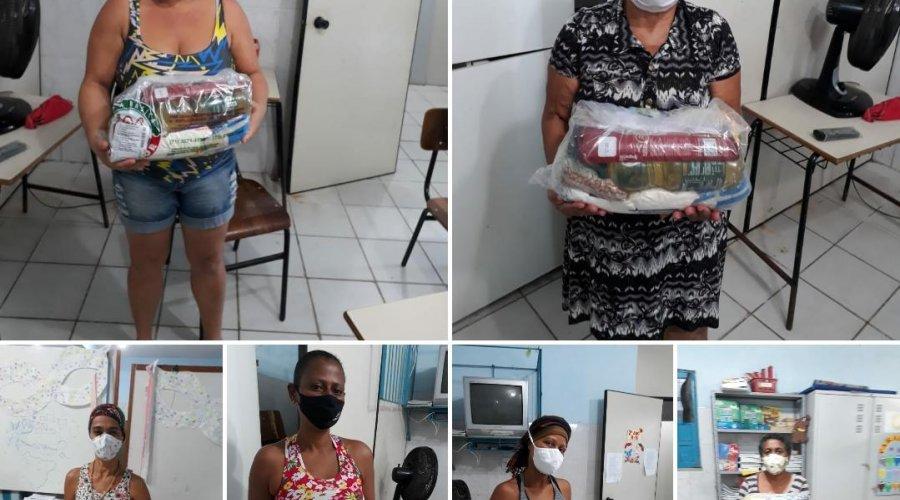 [Movimento Solidário na Cidade Baixa: cerca de 30 cestas básicas são entregues à moradores da Vila Ruy Barbosa]
