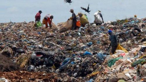 [Quase metade dos municípios ainda despeja resíduos em lixões; Nordeste e Norte continuam atras...]