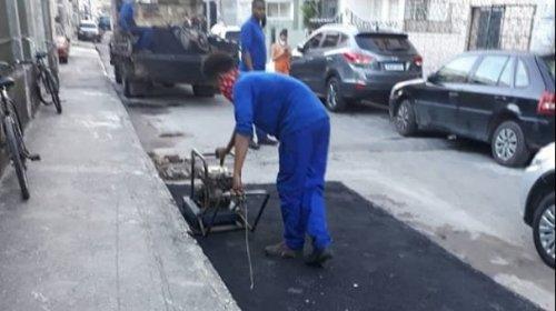 [Após denúncia, Embasa realiza serviço de reparo asfáltico em Vila Ruy Barbosa]