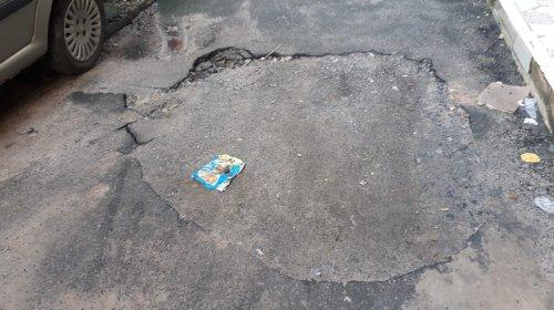 [Moradores da Vila Ruy Barbosa reclamam de serviço não concluído da Embasa]