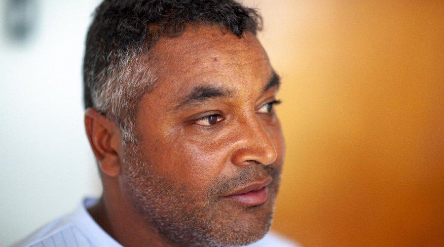 [Roger Uma das principais voz do movimento negro no futebol brasileiro, lança projeto para publicar 50 livros de autores negros e indígenas ]
