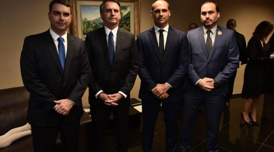 [Família Bolsonaro mantém funcionários fantasmas a custo de R$ 29,5 milhões]