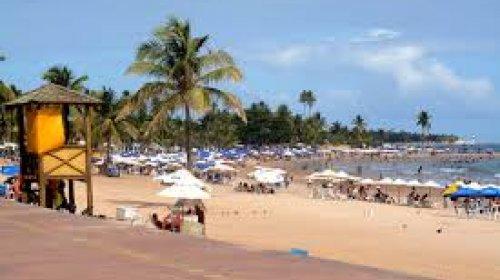 [Prefeitura libera comércio de bebidas e alimentos nas praias de Salvador]