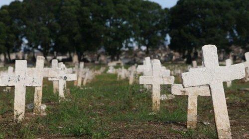 [Brasil atinge marca de 400 mil mortos pela Covid-19; recorde é batido pouco mais de um mês apó...]