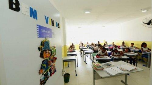 [Cerca de 300 agentes de educação da rede municipal de ensino em Salvador ainda não foram vacin...]