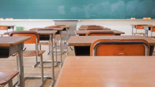 [Covid-19: aulas com presença intercalada elevam risco de contágio]