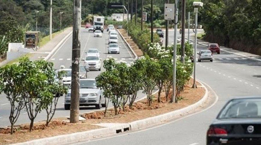 [Transalvador estuda limitar velocidade das principais vias de Salvador em 60 km/h]