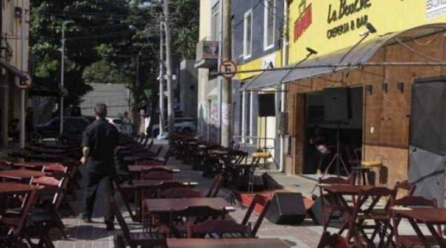 [Prefeitura amplia abertura das praias e horário de bares e restaurantes]
