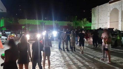[Filho mais novo de Bolsonaro participou de festa de luxo clandestina em Goiânia; o local conta...]