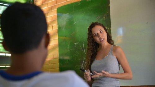 [Piso salarial dos professores brasileiros é o mais baixo da OCDE]