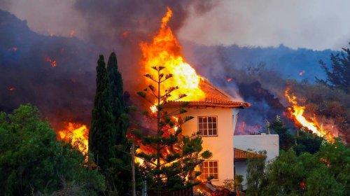 [Cinco mil pessoas são evacuadas após vulcão entrar em erupção nas Ilhas Canárias]