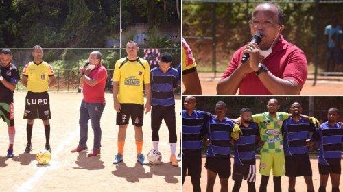 [Retorno do futebol de várzea no campo Bariri, em Santa Cruz, fortalece a economia da comunidad...]