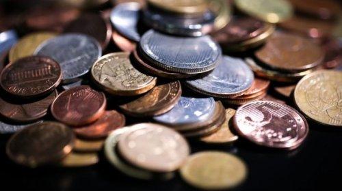 [Sete em cada 10 brasileiros gastam mais do que ganham]