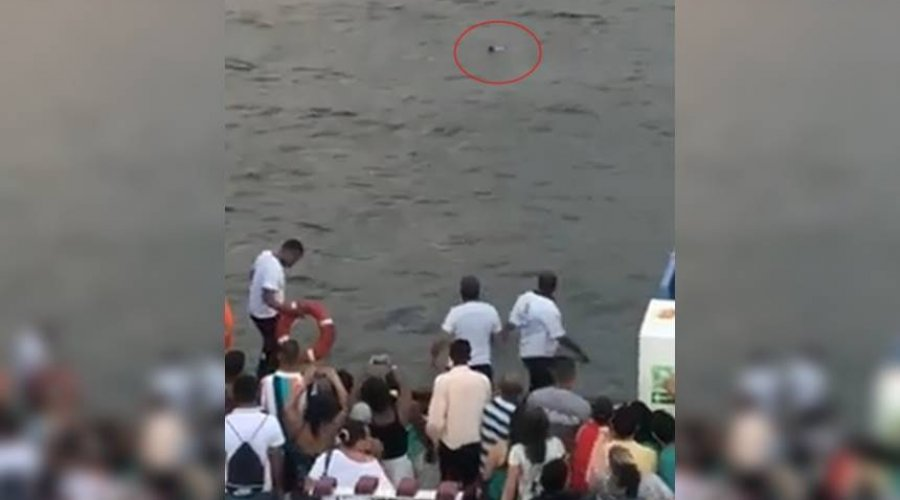 [Veja vídeo: passageiro morre após cair no mar durante travessia Salvador/Ilha de Itaparica]