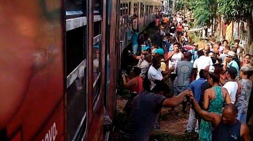 [Veja vídeo: Colisão entre dois trens deixa ao menos 41 pessoas feridas em Lobato no Subúrbio de Salvador]
