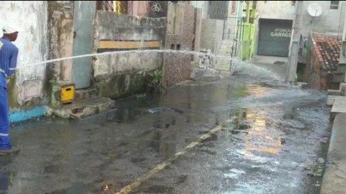 [Veja vídeo: Após denúncia embasa resolve parcialmente esgoto entupido em San Martin]