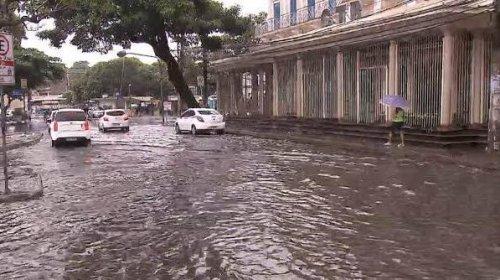 [Com chuva forte: Salvador registra mais de 40 ocorrências ]